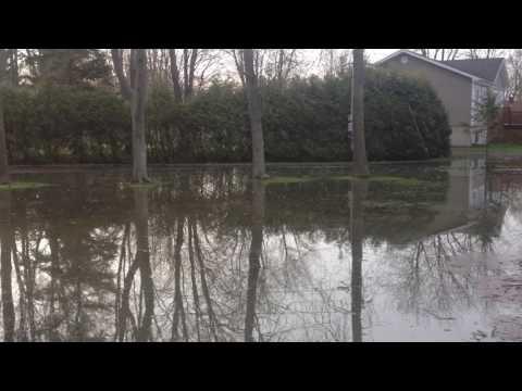 Inondation record du Lac Deux-MOntagnes St Placide - 6h20 4 may17