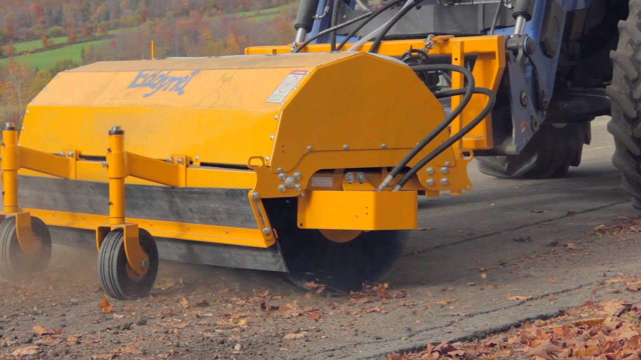 EDDYNET » Front-mounted hydraulic sweeper for skid steer