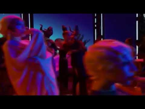 video random....Rihanna cantando