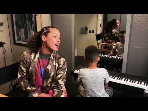 "Alicia Keys and Egypt - ""Lean On Me"""