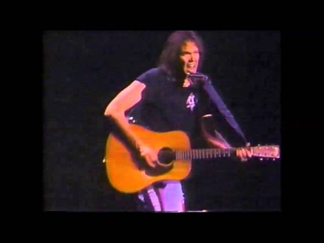 neil-young-solo-rockin-in-the-free-world-acoustic-guitar-steven-futz