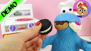Koekiemonster eet koekjes tot hij misselijk is | Bakken in de Play Doh keuken demo