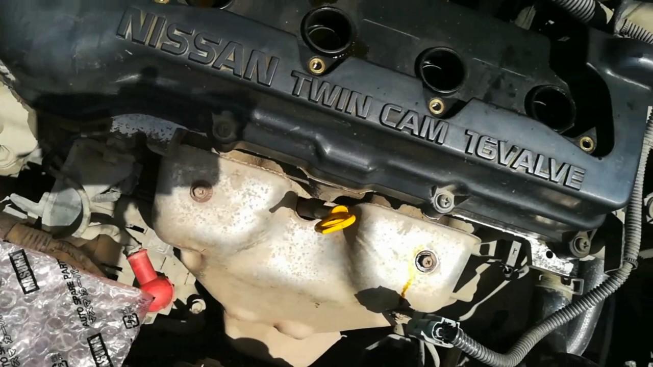 Моторное масло в свечных колодцах. Снимаем клапанную крышку.