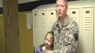 Soldier surprises family when he returns home