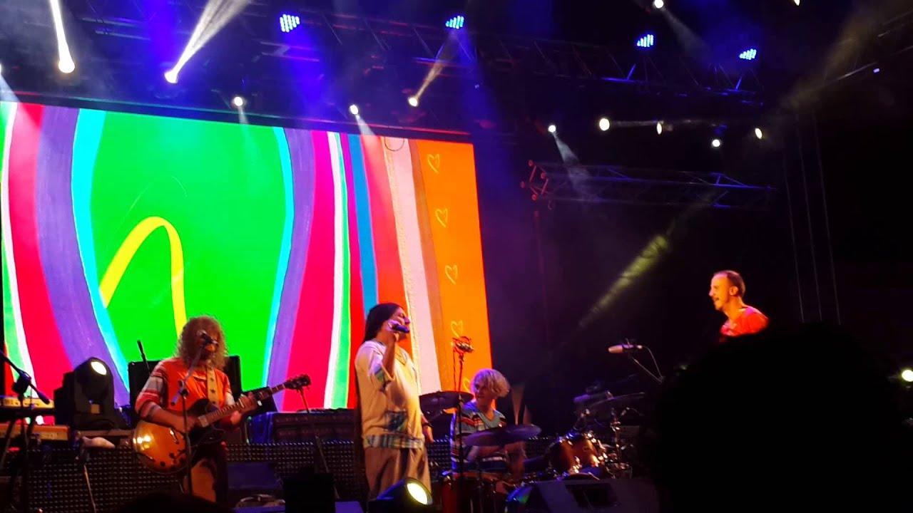 el tema cuatro vientos de la bersuit