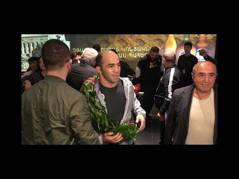 Армянские борцы вернулись с Чемпионата Европы: спортсменов встретили в аэропорту