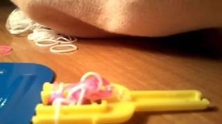 открываю набор резинок для плетения браслетов / видео урок как плести рыбий хвост