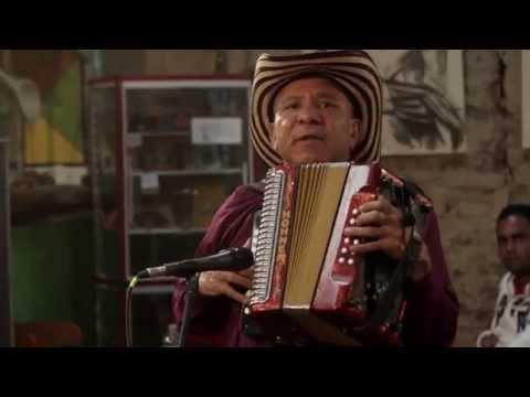Pedazo de acordeón (puya) / Pablo Araujo