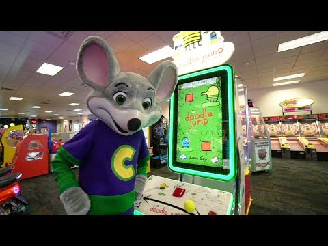 Chuck E Cheese Plays Doodle Jump Game for kids