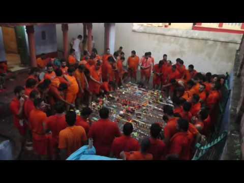 nache kanwariya shiv ki nagariya bol bam