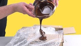 Kippe Schokolade auf Luftpolsterfolie: Das Ergebnis ist einmalig.