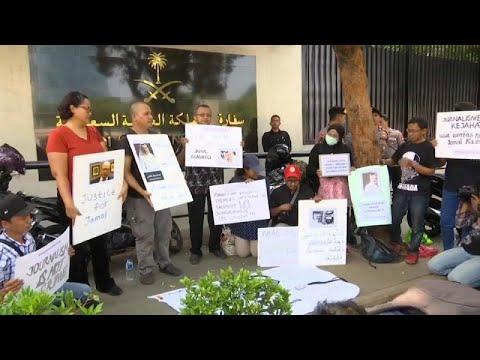 صحافيون إندونيسيون غاضبون أمام السفارة السعودية احتجاجا على  اختفاء خاشقجي…  - 16:54-2018 / 10 / 19