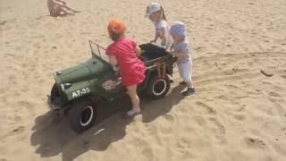 газ 67 на лабутенах блондинки по пляжу