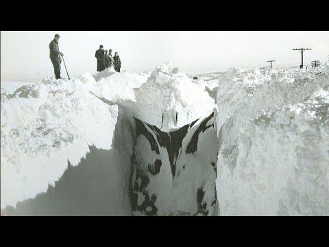 Train Hits and Dissect Snow Bank! Поезда Рассекают Снежные Сугробы!