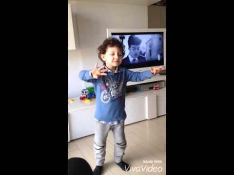 3Year old dancing to the mtv charts (justin bieber, 21 one pilots,cake by the ocean...etc)