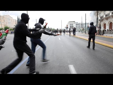 Anarchists attack the riot police outside the greek parliament (Athens, Greece – 17 May 2017)