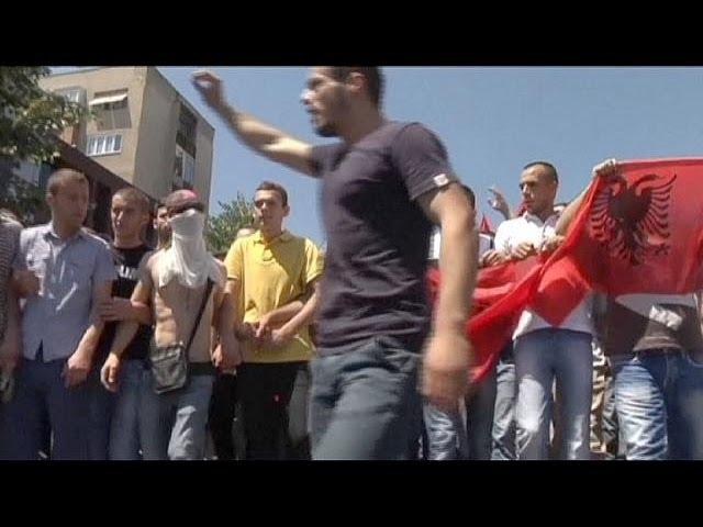 Македонские албанцы протестуют в центре Скопье
