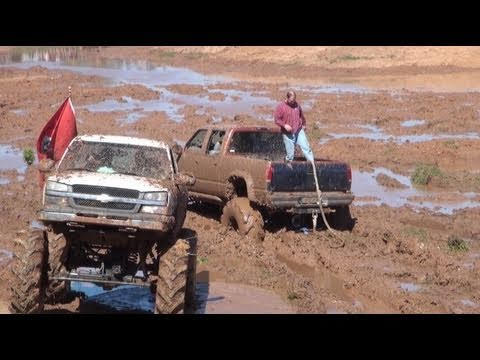 2004 CHEVY MUD TRUCK JTARVER420 PULLS STUCK LIFTED CHEVY ...