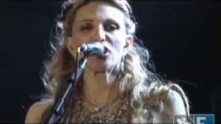 SWU-Courtney Love mostra os seios no SWU