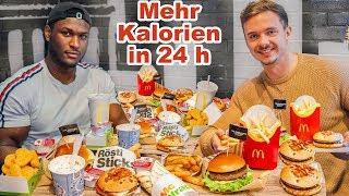 Wer schafft mehr Kalorien in 24 Stunden? | Cheat Day Challenge