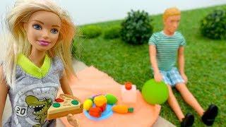 Барби и Кен идут на пикник. Видео с куклами.