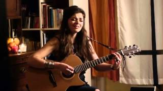 "Natalia Kwiatkowska plays Baton Rouge guitar ""I Never Loved a Man (the Way I Love You)"""
