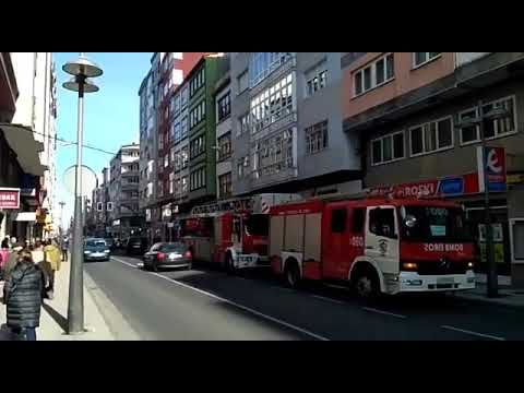 Los bomberos sofocan un incendio en la Avenida da Coruña