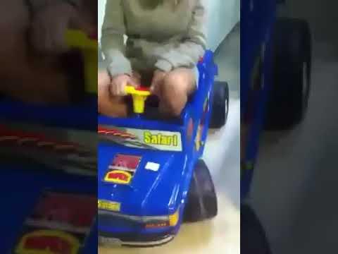 Senora Se Cae De Un Carro De Juguete Chistoso Youtube