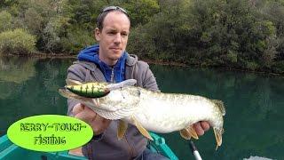 Pêche du brochet aux leurres dans les gorges du Verdon (Partie 2) [GoPro] thumbnail