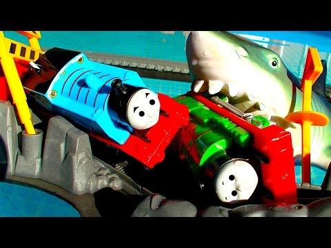 Thomas Tank Percy Diesel Phillip Trackmaster 2 Pool Tracks Train Crash Shark Attack