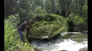 АМЕРИКАНКА работает на ВОДОВОРОТАХ рыбалка КАСТИНГОВОЙ сетью на рыбных местах