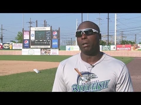 Dontrelle Willis Signs With Bridgeport Bluefish