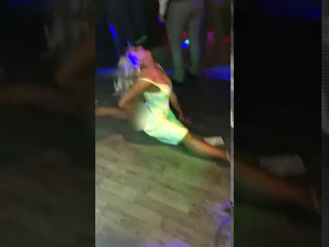 Bodhi - Woman Splits Her Dress While Doing the Splits On Dance Floor (Video)