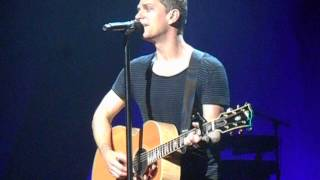 "Rob Thomas - ""Bent"" acoustic version in Modesto, CA on 7-3-15"