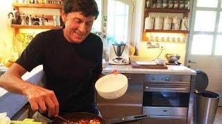 Gianni Morandi fa le pulizie di casa: la gaffe su Instagram che i fan hanno notato