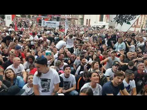 Party am Römer: Frankfurt feiert ... und singt auch über Offenbach