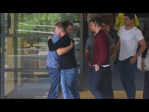 Australian Cricketers Emotional At Phillip Hughes Died Body @ St. Vincent's Hospital in Sydney