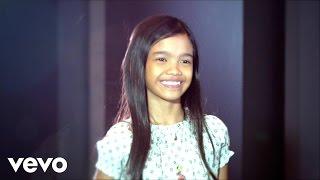 Download lagu Zephanie Dimaranan - Flashlight