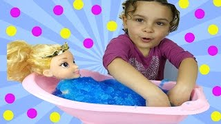 Disney Princess Sleeping Beauty Baby doll in a magical gelli baff with kids toys