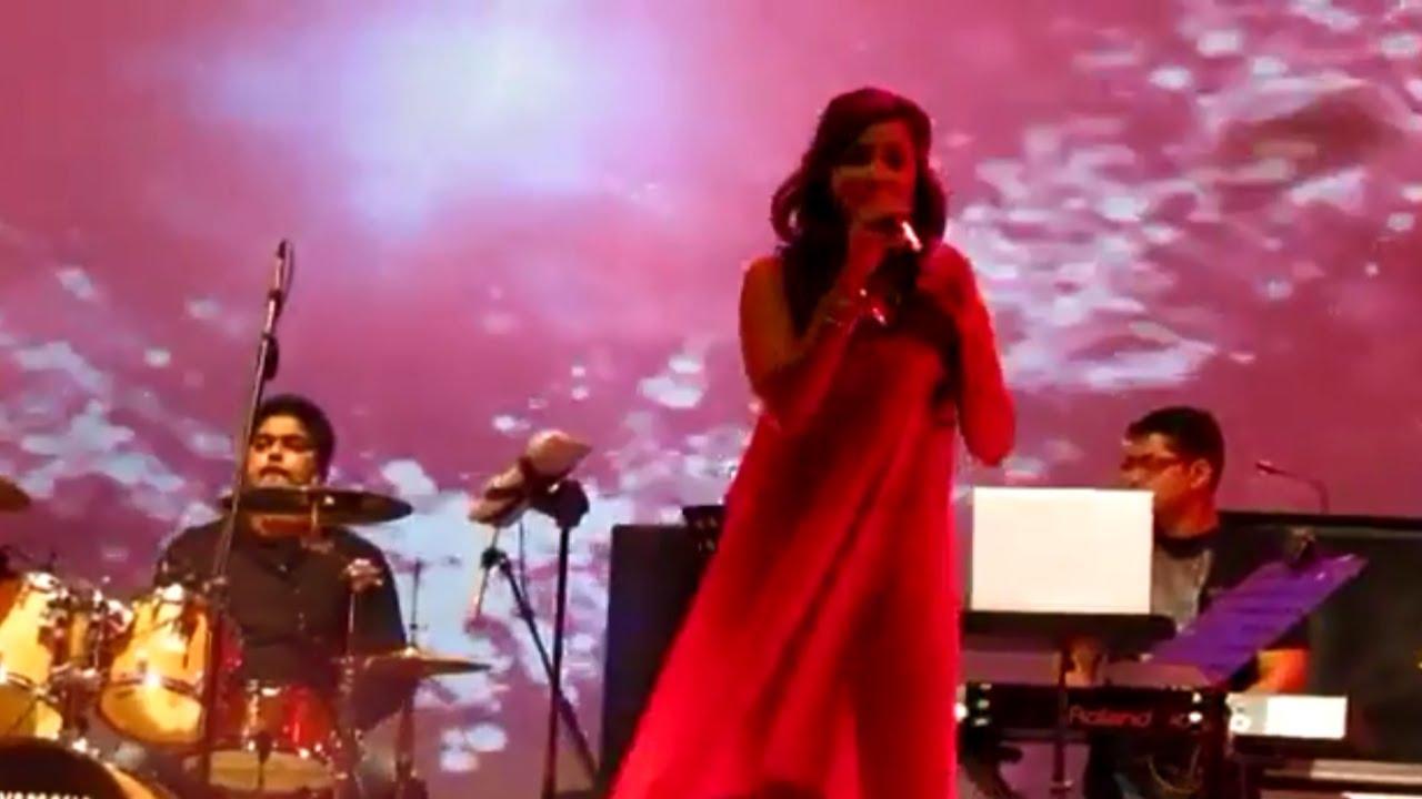 Shreya ghoshal, sonu nigam and sunidhi chauhan on one stage.