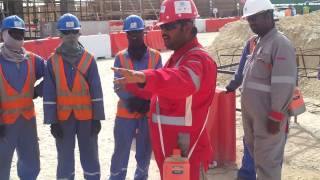 TOOLBOX TALK MEETING AT CONSTRUCTION SITE