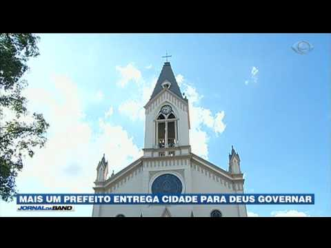 Mais um prefeito entrega a cidade para Deus