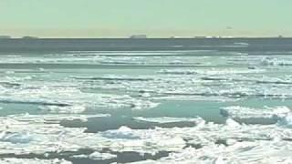 南極観測船「しらせ」から見た南極大陸の映像です。