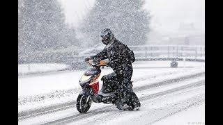 Дрифт зимой на скутере(Yamaha jog)