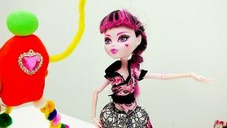 Инопланетянин из Play Doh для Дракулауры. Видео для детей