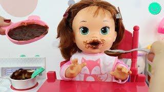 SARA Come CHOCOLATE y se CEPILLA los DIENTES - BB Juguetes