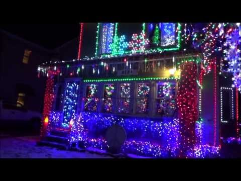 Awesome Decorations on House for Christmas even has Music