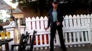 Spacy.Tv - Пьяный дедушка танцует на улице
