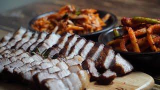 삼겹살수육과 무생채, 배추겉절이 (Boiled Pork…