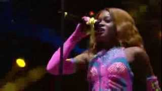 Azealia Banks - Yung Rapunxel (Live @ at Reading Festival 2013)